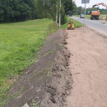 Trwa budowa chodnika w Krzyżowicach